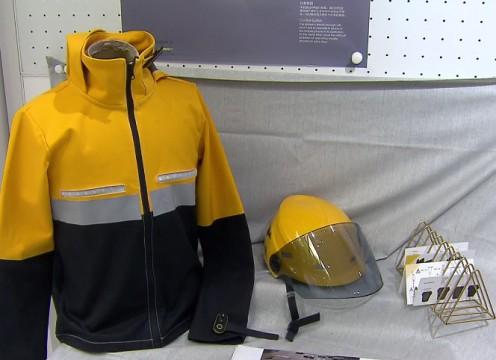 大学生为外卖小哥设计贴心创意骑手服