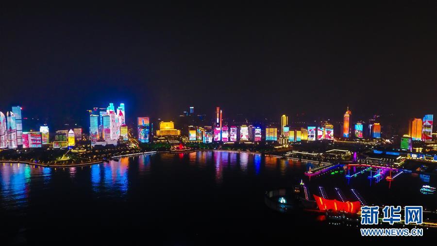 (上合青岛峰会)(4)青岛:流光溢彩夜色美