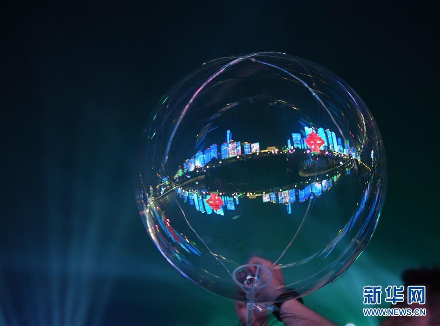 (上合青岛峰会)(6)青岛:流光溢彩夜色美