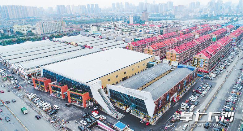 长沙高桥大市场经过多年发展,已成为中南地区规模最大的国家级综合批发市场和全国第三大市场。长沙晚报记者 余劭�� 摄