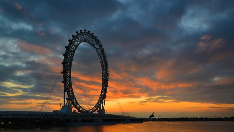 直径125米!世界最大无轴式摩天轮正式投用