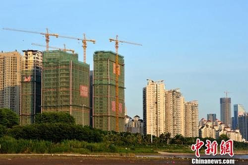 资料图:正在建设中的房地产楼盘。<a target='_blank' href='http://www.chinanews.com/'>中新社</a>记者 张斌 摄