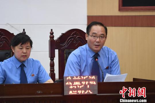 公益诉讼起诉人宣读民事公益诉讼起诉书。 杨洋 摄