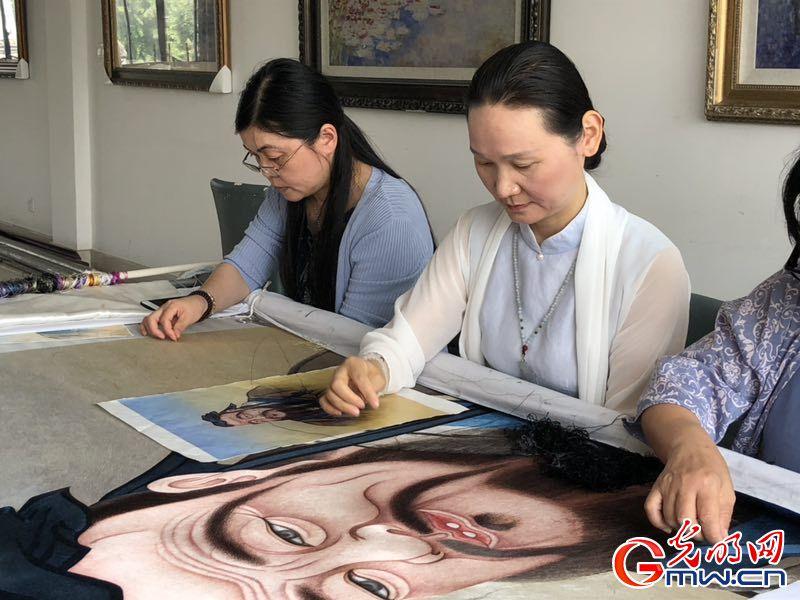 """【中国梦・大国工匠篇】融贯中西 她们飞针绣出新的""""中国名片"""""""