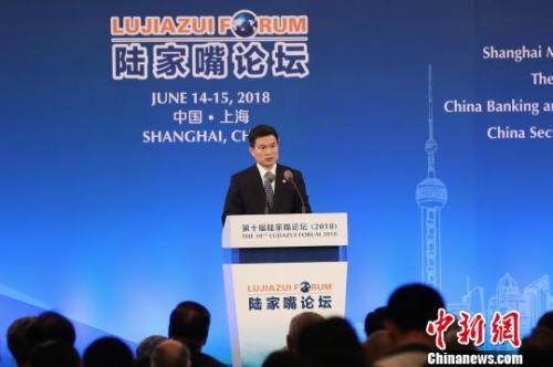中国证券监督管理委员会副主席方星海发表主题演讲 张亨伟 摄