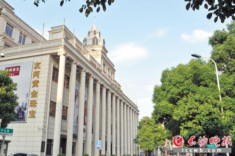 雄伟的罗马柱,高耸的尖顶旗楼……植入老长沙人记忆的国货陈列馆修旧如旧。长沙晚报记者 王志伟 摄