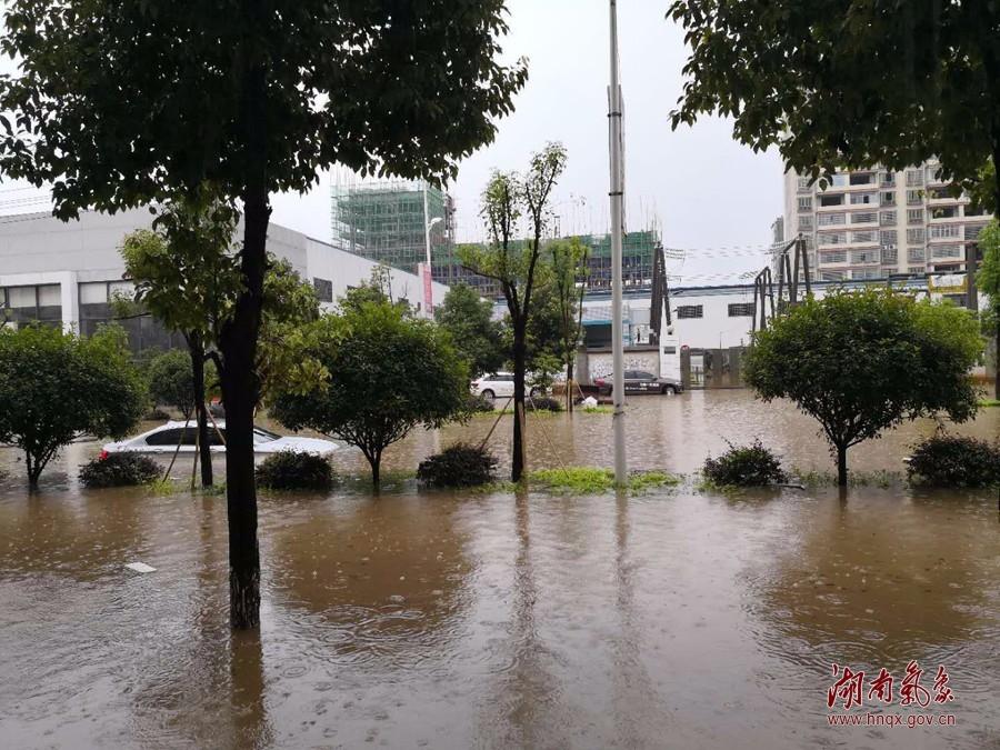 [综合] 天气丨湖南多地遭遇暴雨致内涝 未来三天强降雨持续