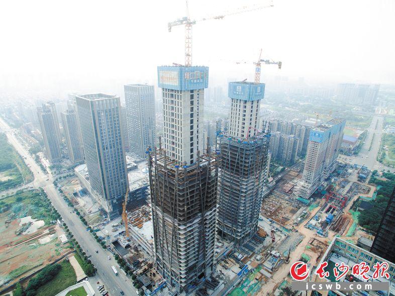 湘江财富金融中心T1主塔楼预计今年10月封顶。长沙晚报记者 王志伟 通讯员 陈昕汝 摄影报道