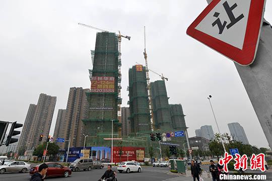福州一处商品房在建中。 <a target='_blank' href='http://www.chinanews.com/'>中新社</a>记者 吕明 摄