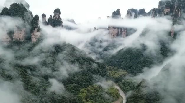 云海美景浮现十里画廊