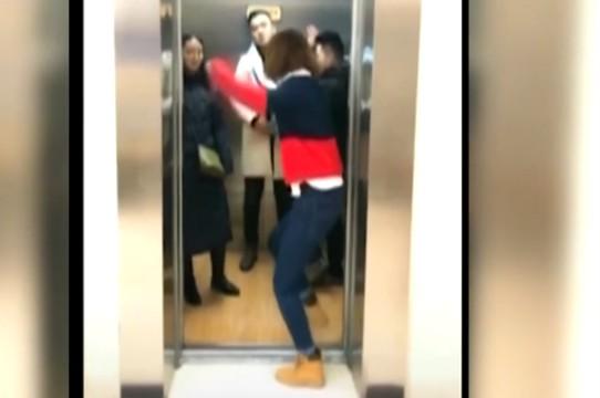 """抖音热传新""""舞种""""电梯舞 这样的舞蹈真的安全吗?"""