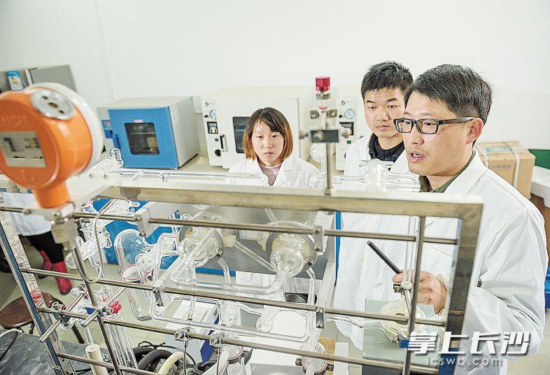 """截至今年5月,长沙学院拥有省""""十二五""""重点建设学科4个、省重点实验室1个、省高校重点实验室1个。"""