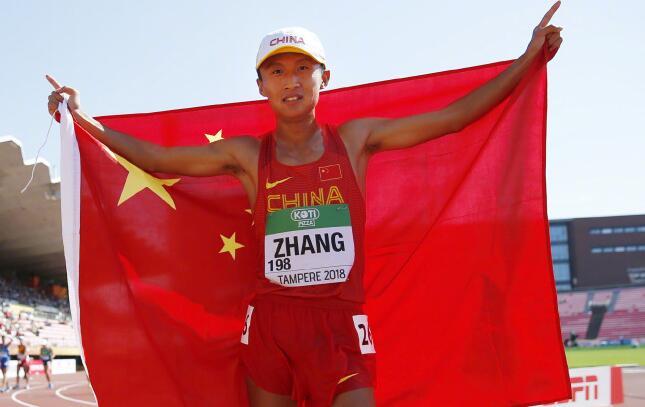 祝贺!中国选手张尧田径世青赛10000米竞走比赛夺金