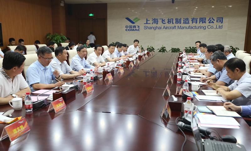 湖南省政府与中国商飞就省企合作举行会谈 许达哲出席