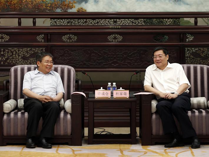 杜家毫会见西藏山南市党政代表团一行