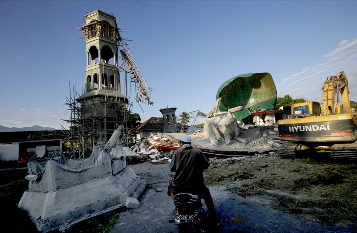 印尼龙目岛地震142人遇难 灾区触目惊心
