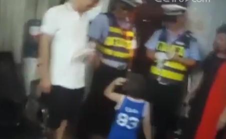 孩子走失警民相助 萌娃敬礼表感谢