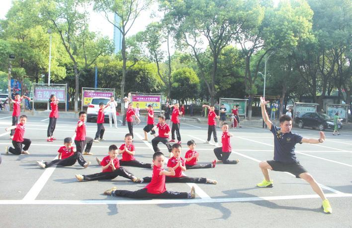 近年来岳阳市共建成体育场所9716个 建成面积近954万平米