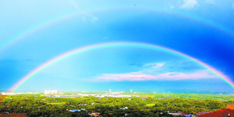 长沙雨后出现双彩虹