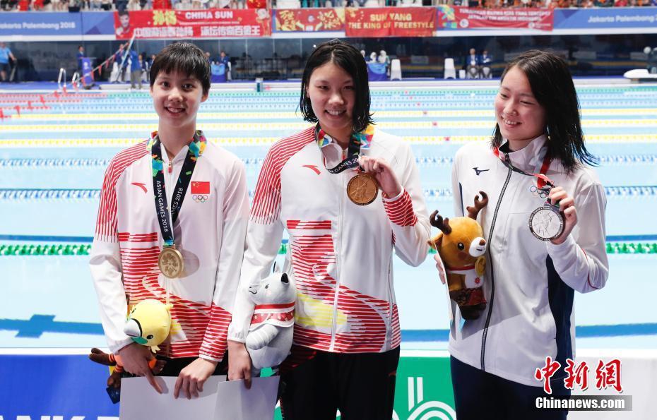 雅加达亚运会:柳雅欣获得女子200米仰泳冠军