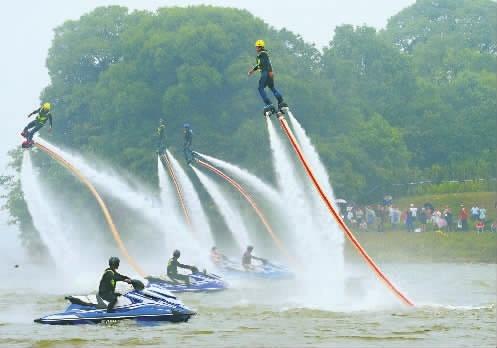 第二届洞庭湖生态文化旅游暨水上运动节在益阳沅江开幕