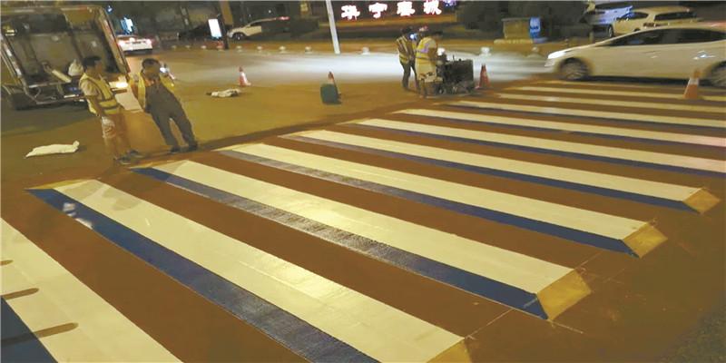 """郴州首条3D斑马线""""上路"""""""