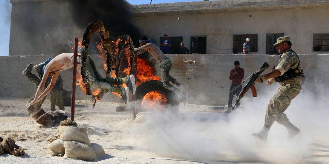 决战即将打响!叙反政府武装人员接受训练