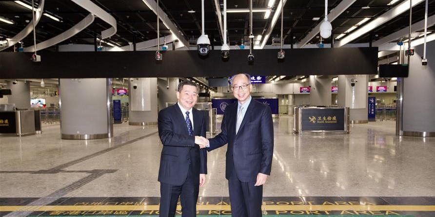 """广深港高铁""""一地两检""""条例开始实施"""