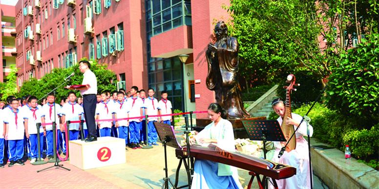揭幕孔子铜像 重温圣贤经典
