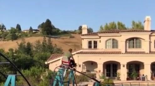 酷炫老爸为儿子在自家后院建双层过山车