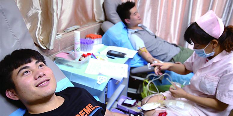 爱心涌动献血潮