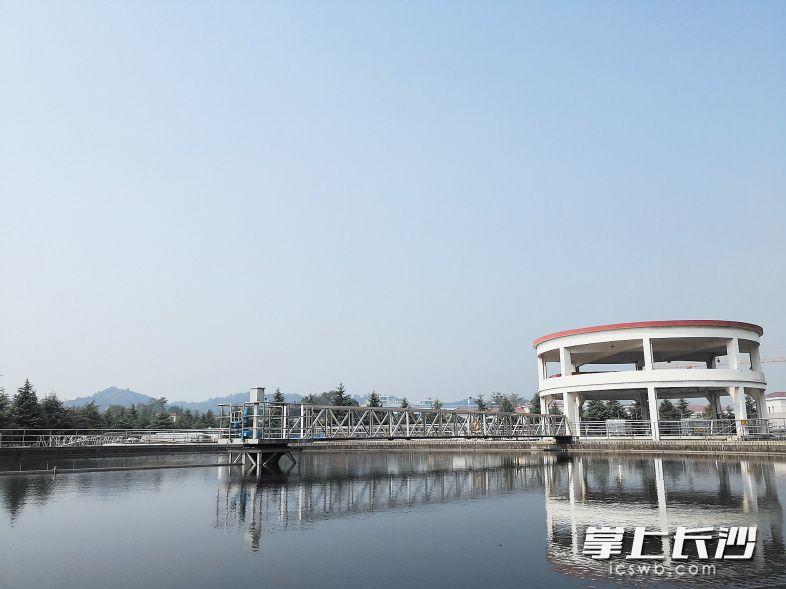 昨日,岳麓污水处理厂二期扩建工程完成接驳通水,投入试运行。长沙晚报记者 王志伟 陈焕明 摄影报道