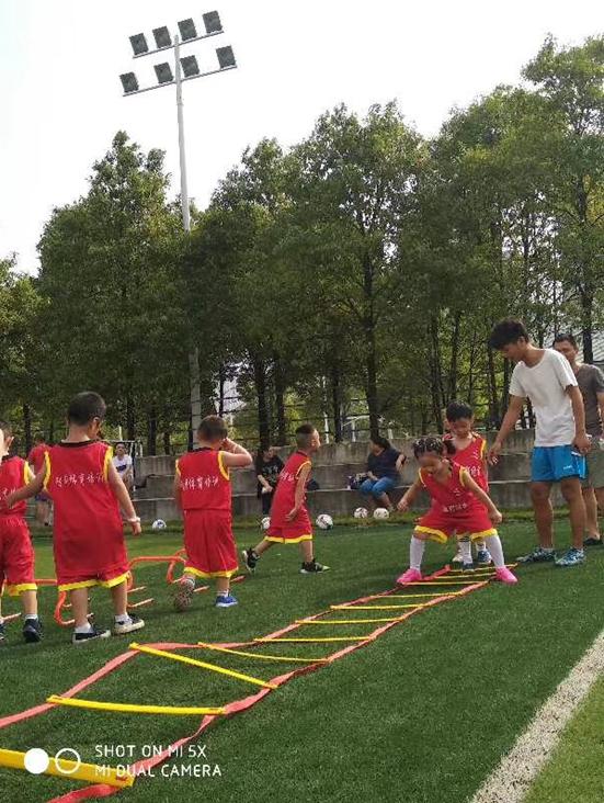 智科体育:让孩子们快乐踢足球 踢出自信赢在未