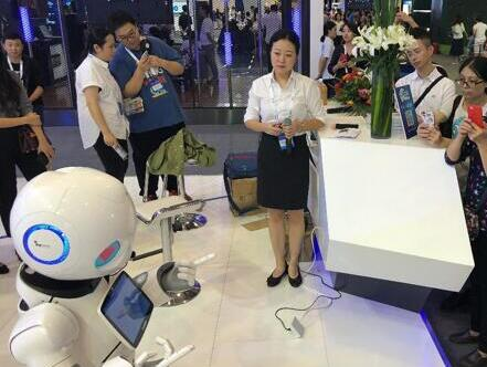 2018网络安全博览会现场实拍 智能机器人呆萌人气高
