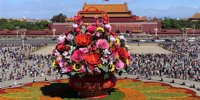 北京天安门广场中心花坛正式亮相