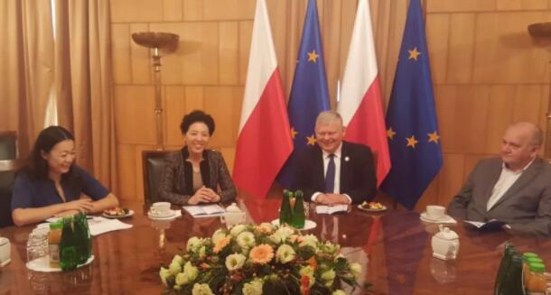 中秋前夕,湖南省委副书记乌兰去欧洲看望了三位老朋友