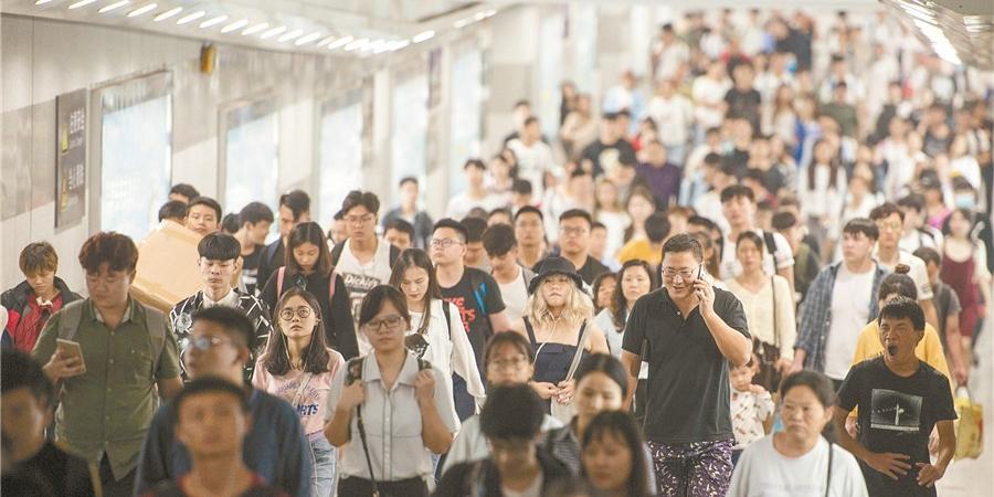 长沙火车站迎假日返程高峰
