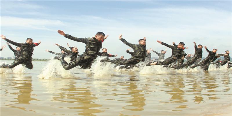 武警湖南总队特战队员极限训练