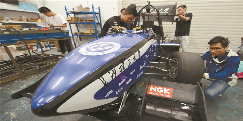 长沙理工大学学生研发制造赛车