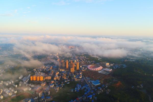 华声直播>>湖南省第九届少数民族传统体育运动会新闻发布会举行