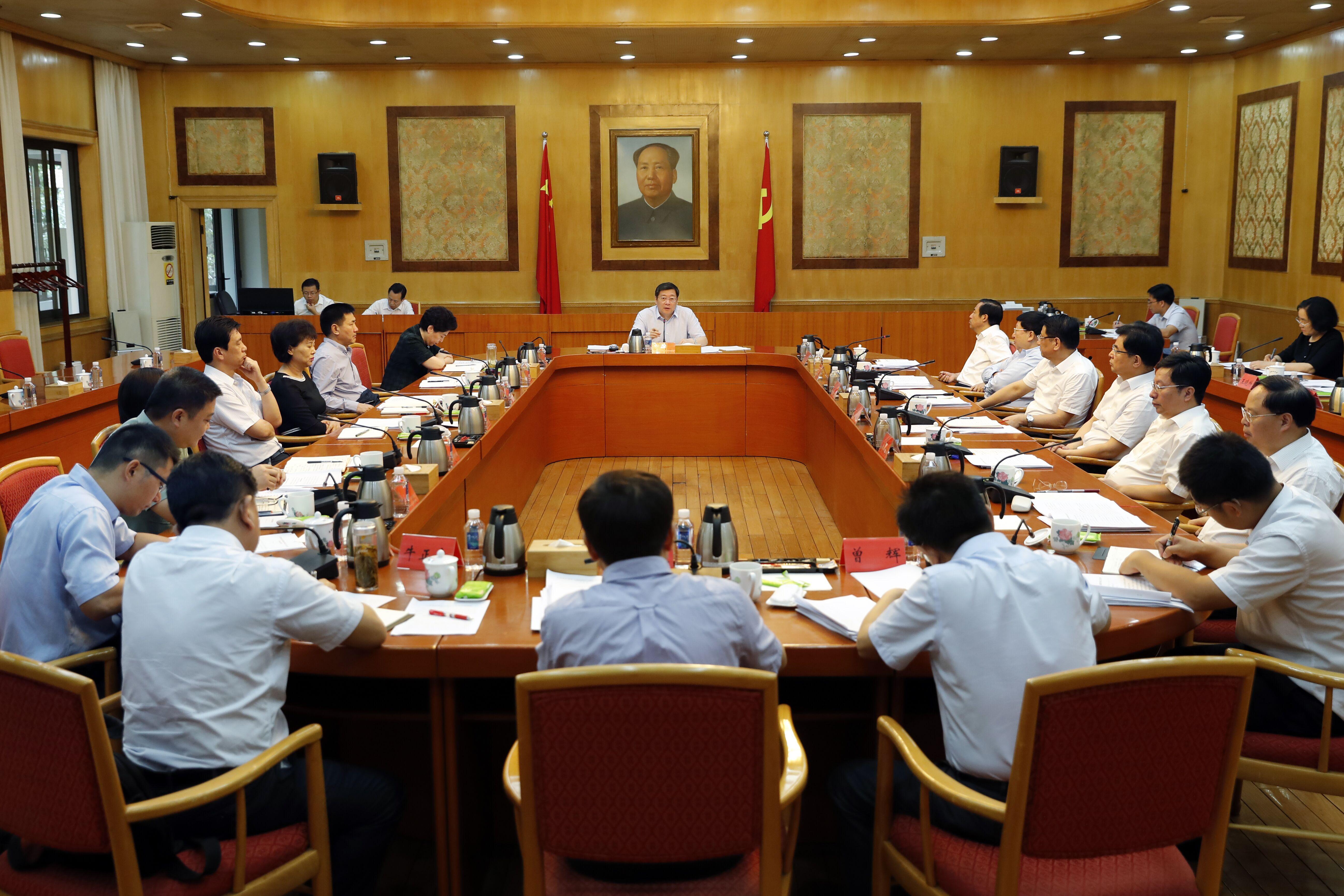 杜家毫主持湖南省委常委会会议,分析当前经济形势