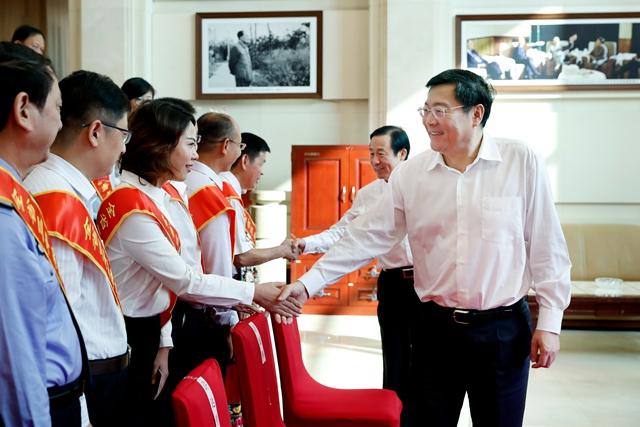湖南全省三年禁毒大行动总结表彰暨部署新一轮禁毒人民战争会议召开
