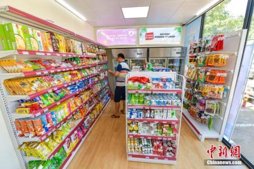 资料图:一位海口市民在无人便利店体验购物。<a target='_blank' href='http://www.chinanews.com/'>中新社</a>记者 骆云飞 摄