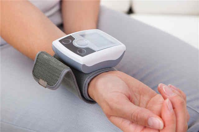 常用的血压计有水银柱式血压计(医院常用),气压表式血压计和电子图片