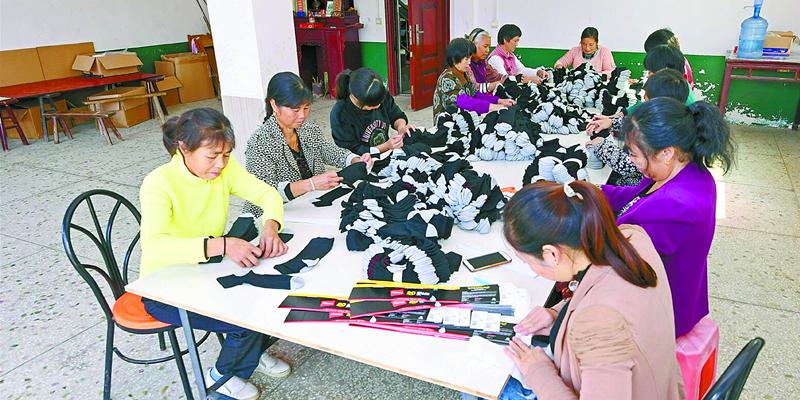常宁市:村民家门口就业