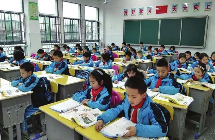 """岳阳今年化解698个""""超大班额"""""""