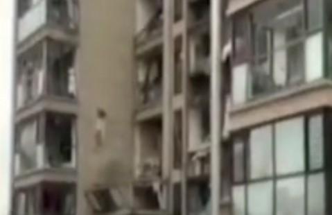 青岛一居民楼发生燃气闪爆事故