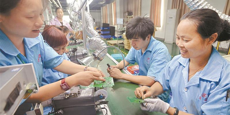 麻阳苗族自治县:兴产业 促就业