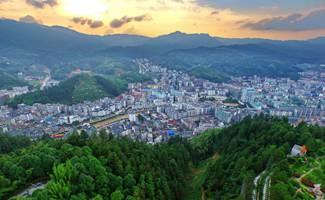 夕阳下的桂东县城
