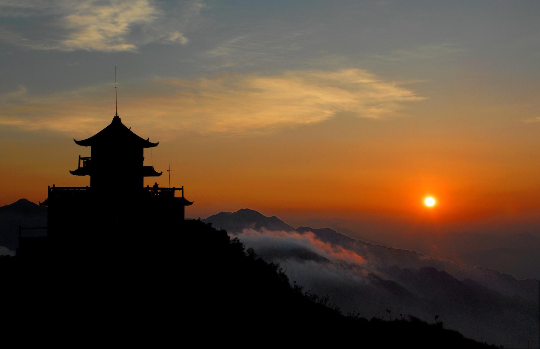 八面山钟鼓楼,八面山是国家级自然保护区风景区